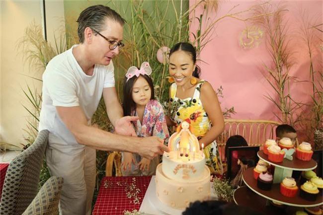 Con gái Đoan Trang xinh như thiên thần trong tiệc sinh nhật lộng lẫy mừng 5 tuổi - Ảnh 5.