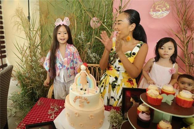 Con gái Đoan Trang xinh như thiên thần trong tiệc sinh nhật lộng lẫy mừng 5 tuổi - Ảnh 6.