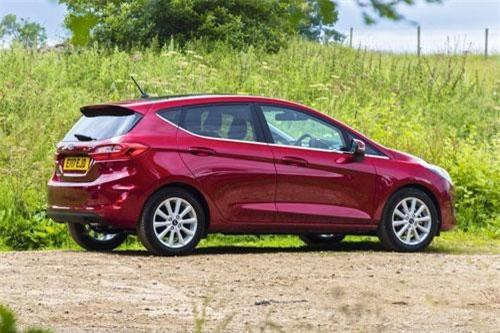 1. Ford Fiesta (doanh số: 23.474 chiếc).