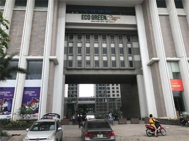 Hà Nội: Hàng loạt xe máy trong khu chung cư bị rạch nát yên - 4