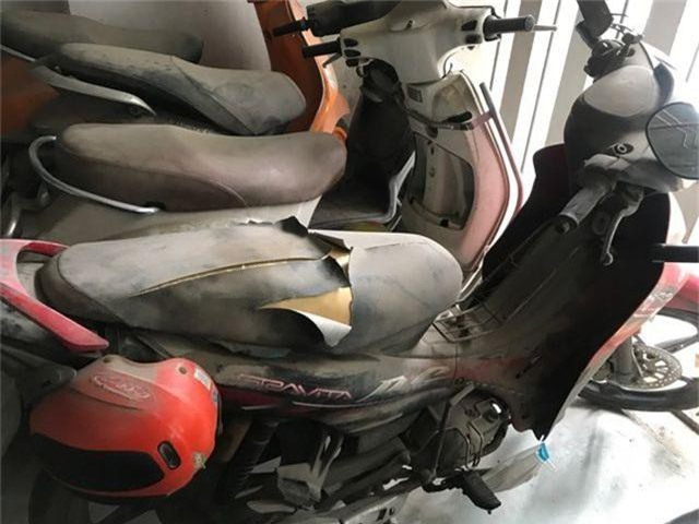 Hà Nội: Hàng loạt xe máy trong khu chung cư bị rạch nát yên - 6