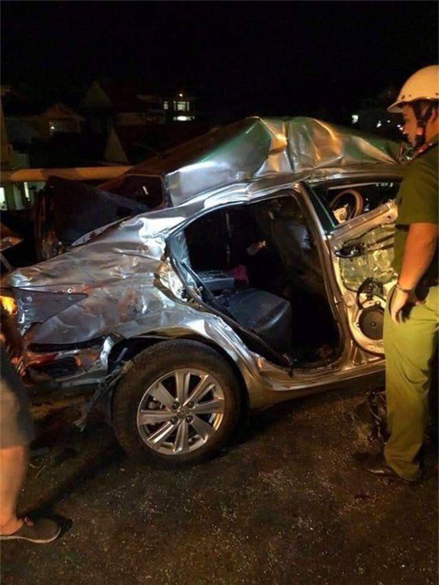 Xe con vượt ẩu, 5 người ngồi trong xe thương vong - 2