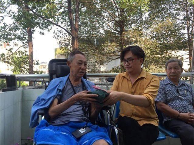 Nghệ sĩ Lê Bình phủ nhận chuyện nằm hành lang bệnh viện vì không đủ tiền viện phí - 2