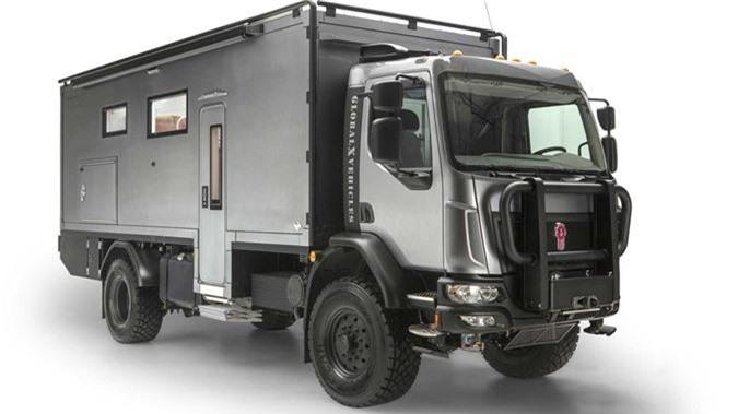 Xe tải sang trọng như khách sạn 5 sao, giá 10,7 tỷ đồng