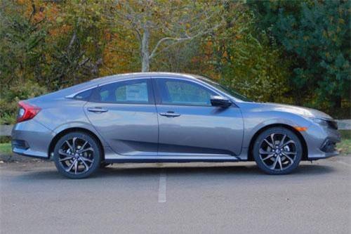 10. Honda Civic (doanh số: 78.185 chiếc).