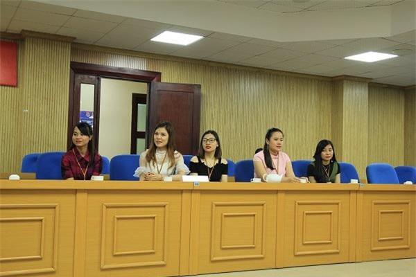 5/9 thí sinh tham dự họp báo chiều 10/4.