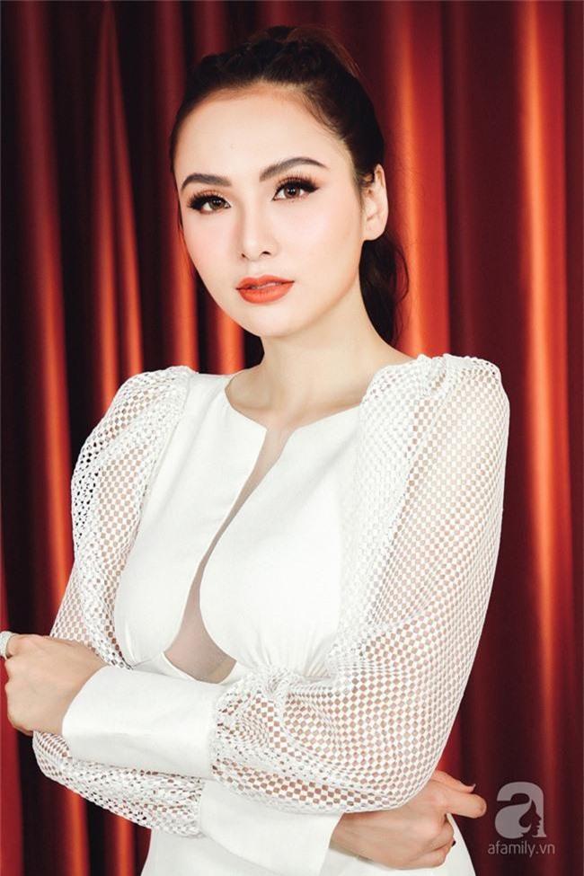 Phản ứng khiến ai cũng nhói lòng của Anh Vũ khi được Hoa hậu Diễm Hương làm giúp bộ răng đẹp miễn phí - Ảnh 2.