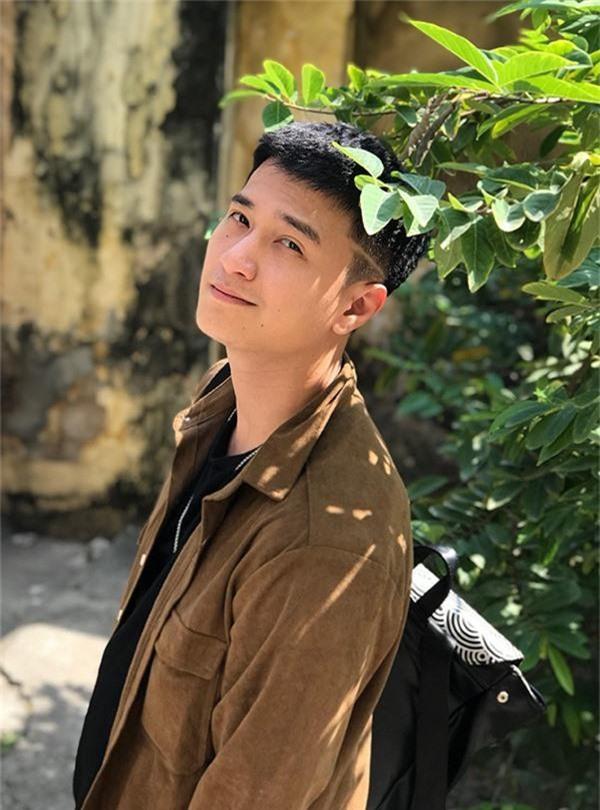 Rộ tin Huỳnh Anh thường xuyên đi trễ, bắt đoàn phim Chạy trốn thanh xuân đợi hơn 2 tiếng - Ảnh 2.