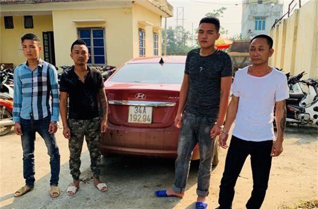4 đối tượng bịt mặt đi ô tô không biển số tấn công chủ tịch xã - 1
