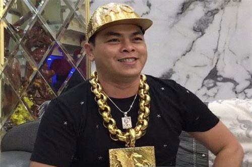 Đại gia Phúc XO người đeo vàng nhiều nhất Việt Nam bị bắt.