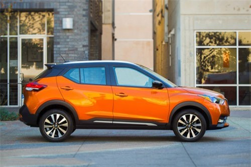 =1. Nissan Kicks (mức tiêu hao nhiên liệu: 8,6 lít/100 km).