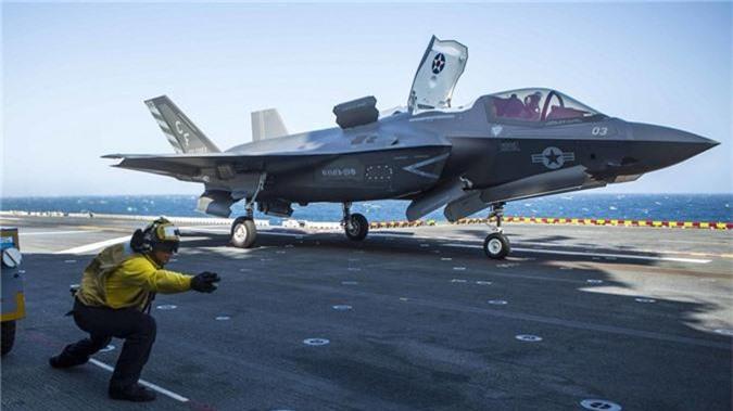 """Lo bang chung ro rang Hai quan My """"ngan den tan co"""" F-35B"""