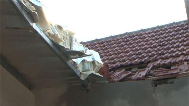 Lốc xoáy càn quét 15 phút, thổi bay hàng chục mái nhà - 3