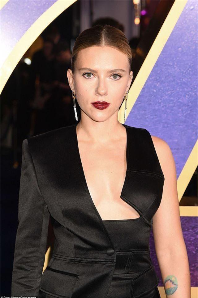 Scarlett Johansson khoe ngực căng tròn - 2