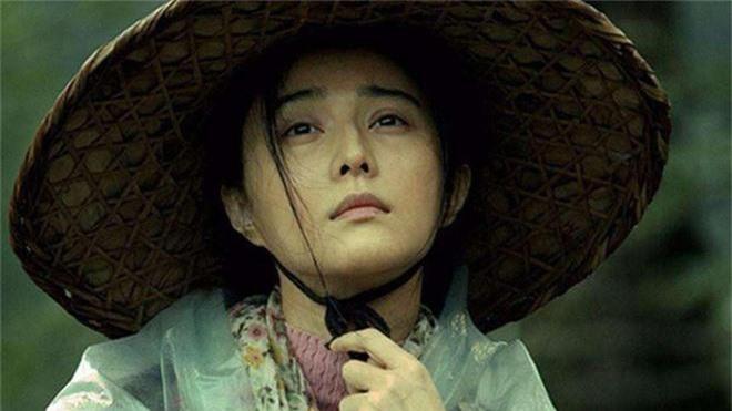 Bị tung tin ngủ với Phùng Tiểu Cương, cướp vai diễn của đồng nghiệp, Phạm Băng Băng xử lý như thế nào? - Ảnh 1.