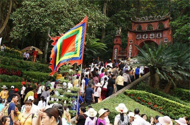 Hàng triệu lượt người đã đổ về Đền Hùng bái Tổ - 10