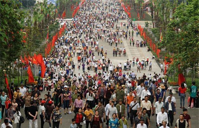 Hàng triệu lượt người đã đổ về Đền Hùng bái Tổ - 2