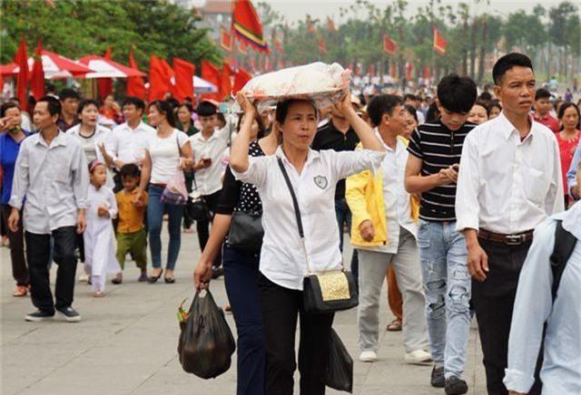 Hàng triệu lượt người đã đổ về Đền Hùng bái Tổ - 6