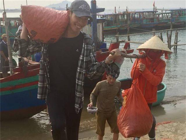 Ngư dân Hà Tĩnh phấn khởi vì trúng đậm sò lụa - 3