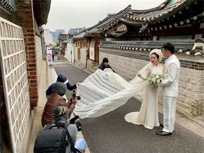 Ốc Thanh Vân cùng ông xã chụp ảnh cưới ngọt ngào như vợ chồng son tại Hàn Quốc sau 2 thập kỉ gắn bó - Ảnh 3.