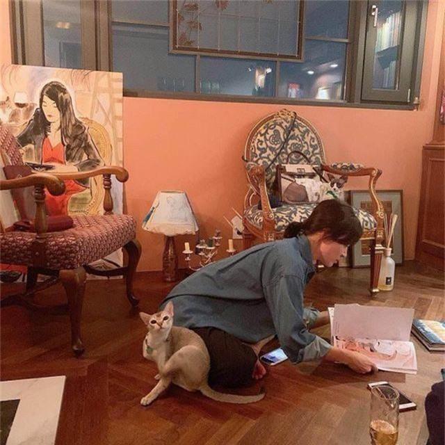 """Song Hye Kyo gắn tên """"ông xã"""" Song Joong Ki lên túi xách - 4"""