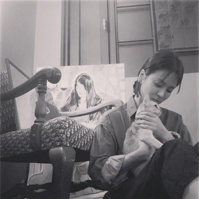 """Song Hye Kyo gắn tên """"ông xã"""" Song Joong Ki lên túi xách - 5"""