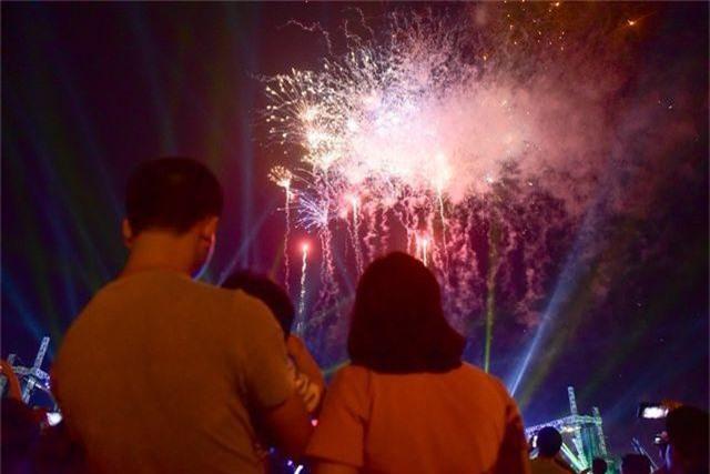 Hàng vạn người mãn nhãn với màn pháo hoa trong đêm khai hội Đền Hùng 2019 - 10