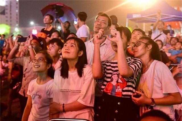 Hàng vạn người mãn nhãn với màn pháo hoa trong đêm khai hội Đền Hùng 2019 - 6