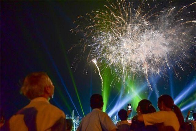 Hàng vạn người mãn nhãn với màn pháo hoa trong đêm khai hội Đền Hùng 2019 - 9