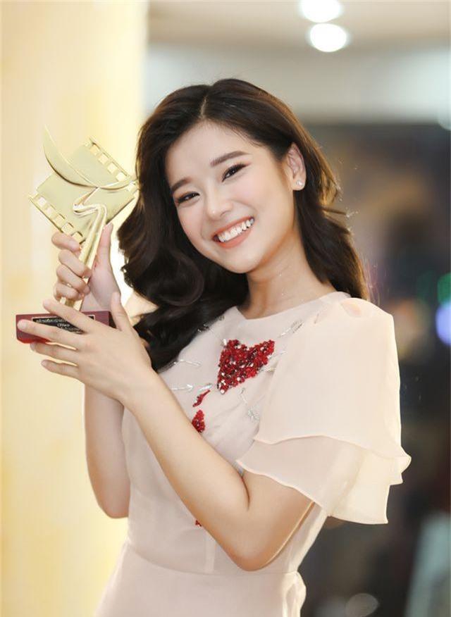 """Hoàng Yến Chibi: """"Có nằm mơ cũng không nghĩ sẽ có cup Cánh Diều Vàng"""" - 8"""