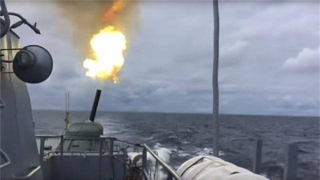 """Video tàu Nga khai hỏa như """"sấm sét"""" tại biển Baltic - 1"""