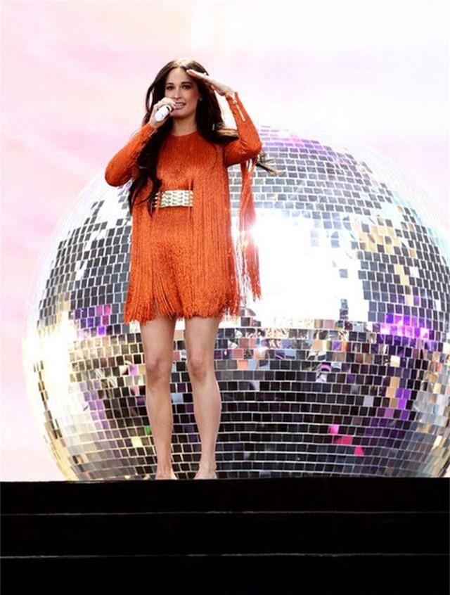 Nhan sắc ngojt ngào của ca sỹ vừa giành 4 giải Grammy - 2