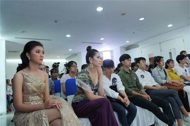 Việt Hương, Hoa hậu Ngọc Hân bật khóc vì chàng thạc sĩ chạy xe ôm bị dè bỉu - 6