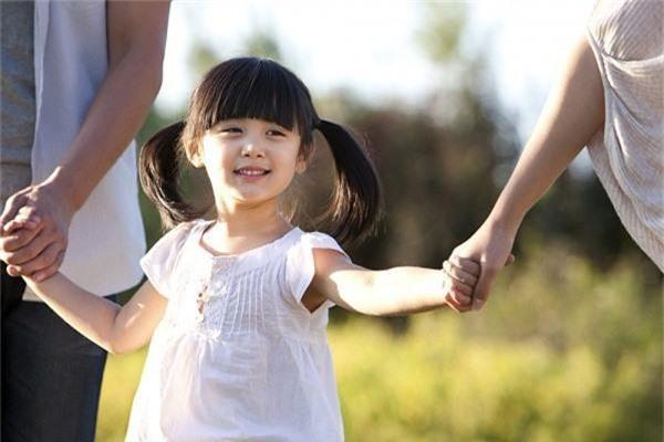 Loạt bí quyết giúp trẻ trở nên tự tin, mạnh mẽ hơn mà bố mẹ nào cũng cần ghi nhớ - Ảnh 3.