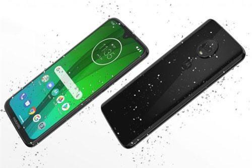 Motorola Moto G7 Plus sử dụng khung viền kim loại, 2 bề mặt bằng kính cường lực Corning Gorilla Glass 3. Máy có kích thước 157x75,3x8,3 mm, 176 g. Vỏ máy được sơn phủ lớp nano giúp chống thấm nước khi đi trời mưa hoặc vô tình làm đổ nước vô.