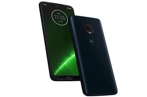 Tại Vương quốc Anh, Motorola Moto G7 Plus có giá 269 bảng (tương đương 8,15 triệu đồng). Máy có 2 màu Deep Indigo, Viva Red.