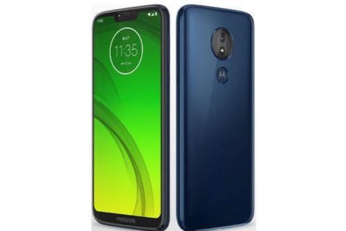 """Motorola Moto G7 Power sử dụng vỏ ngoài bằng nhựa giả kính. Máy có kích thước 159,43x76x9,3 mm, trọng lượng 193 g. Nhờ được sơn phủ lớp nano chống thấm nên máy có thể """"miễn nhiễm"""" khi đi trời mưa hoặc vô tình làm đổ nước vào."""