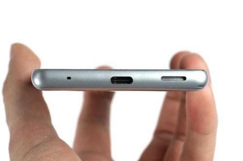 Micro, cổng USB Type-C và loa ngoài dưới cạnh đáy.