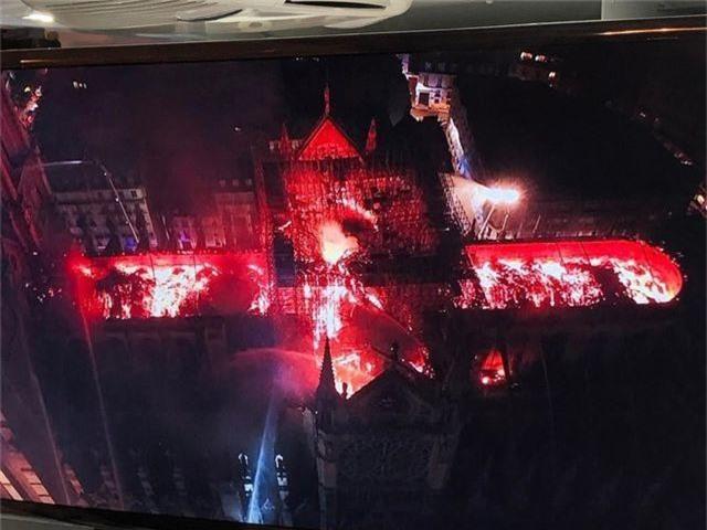 Hiện trường vụ hỏa hoạn kinh hoàng tàn phá nhà thờ Đức Bà Paris - 13