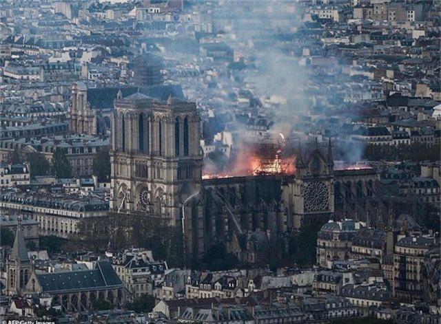 Nhà thờ Đức Bà Paris, Pháp chìm trong biển lửa - 5