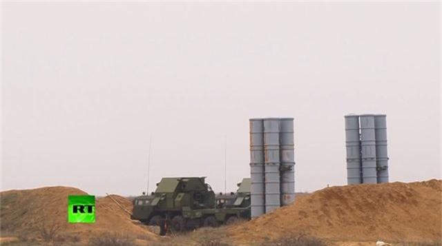 """""""Rồng lửa"""" S-300 của Nga phóng liên tiếp loạt tên lửa phòng không - 1"""