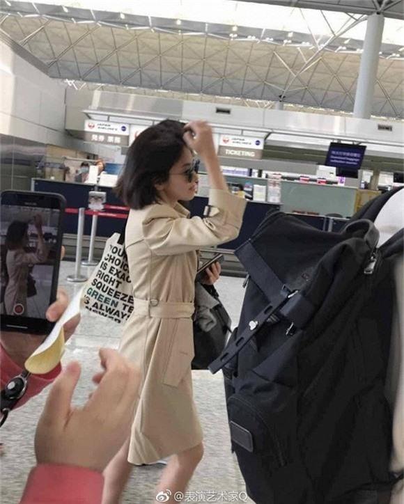 Phản ứng của dư luận Hàn trước việc Song Hye Kyo không đeo nhẫn cưới: Có nhiều người đeo nhẫn mà vẫn ngoại tình đó thôi... - Ảnh 1.