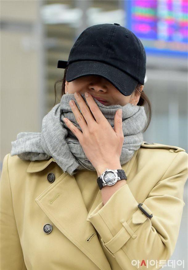Phản ứng của dư luận Hàn trước việc Song Hye Kyo không đeo nhẫn cưới: Có nhiều người đeo nhẫn mà vẫn ngoại tình đó thôi... - Ảnh 2.