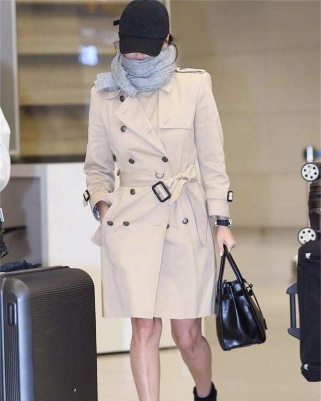Song Hye Kyo lại khiến fan đồn đoán vì không đeo nhẫn cưới - 14