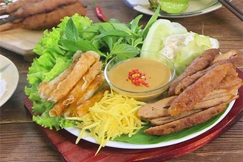 Đặc sản nem nướng Nha Trang làm ngay tại nhà.