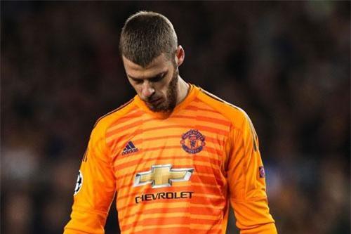 Sự thất vọng của De Gea sau khi để lọt lưới.
