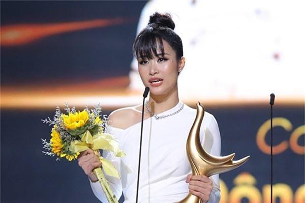 Đông Nhi nhận giải Cống Hiến, Lệ Quyên phát ngôn lạ khiến fan trách móc: Có phải đàn chị đang hằn học? - Ảnh 1.