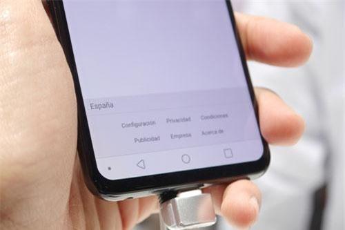 LG V50 ThinQ 5G có tính năng mở khóa màn hình bằng nhận diện khuôn mặt.