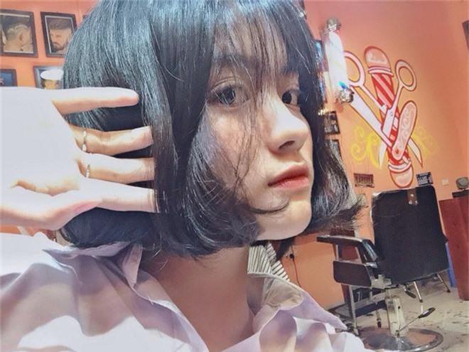 Nữ sinh sinh năm 2003 được tìm kiếm info vì combo tóc ngắn + xinh xắn đúng chuẩn nàng thơ vườn trường - Ảnh 6.