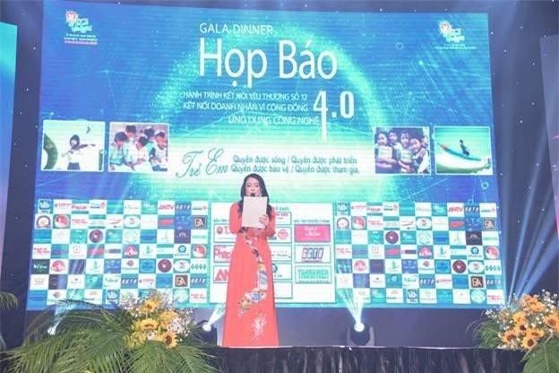 Bà Huỳnh Thị Thiên Hương – PCT Hành trình kết nối yêu thương phát biểu khai mạc